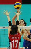 图文:中国女排3-0韩国 马蕴雯单挑梁孝珍