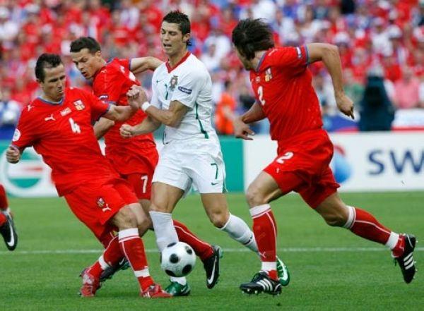 葡萄牙3比1战胜捷克,C罗打进了个人本届大赛唯一进球.在1比1