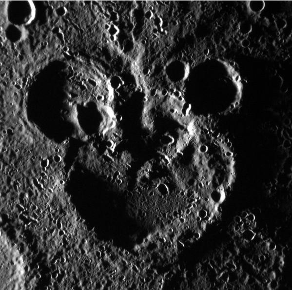 水星上酷似米老鼠陨石坑