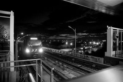 北京 王嘉宁/2012年6月14日,亦庄桥南,地铁亦庄线。亦庄线的开通,大大...
