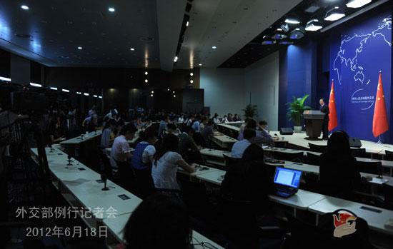 中广网北京6月18日消息 2012年6月18日,外交部发言人洪磊主持例行记者会,回答记者提问。