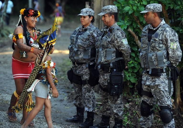 """巴西土著民召开""""人民峰会""""与""""里约+20峰会""""唱反调"""