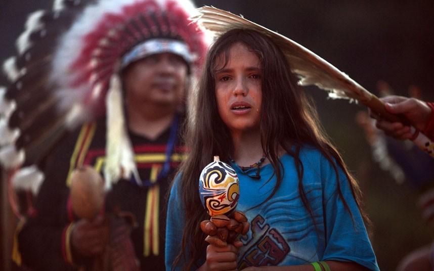 Xiuhtezcatl Martinez是一位来自阿兹特克部落的女孩,她正在参加点火仪式。摄影:Felipe Dana/AP (英国《每日电讯报》)