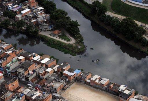 巴西里约热内卢受污染的苏瑞河河口。(自法新社)