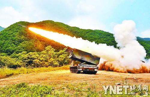 韩美/6月12日,美韩军队在韩国首都首尔以北77公里处进行的实弹演习...
