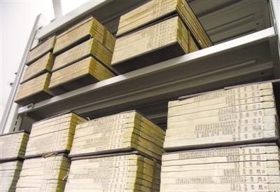 张家捐赠古籍廿四史。 记者许石林摄影