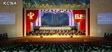 中新网6月20日电据朝中社报道,19日,朝鲜各地举行演出,以纪念金正日在朝鲜劳动党中央委员会开始工作48周年。