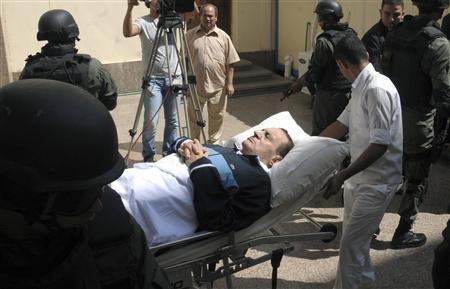 埃及前总统穆巴拉克19日病情恶化,在被转往军方医院的途中心脏病发,情况危急。