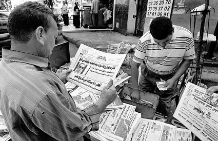 民众关注穆巴拉克,更多是出于对大选的关注 供图/IC