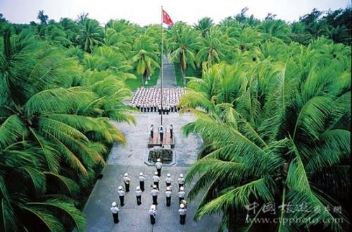 在永兴岛上,每天早晨军营都会准时升起国旗
