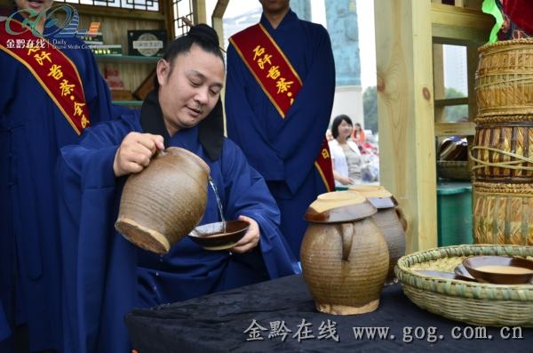 石阡的茶艺大师将仡佬文化相容于茶艺里