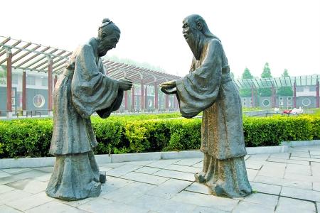 """孔子周游列国,在陈蔡被围,""""绝粮七日"""",解围后带着弟子来到鹿邑,向老子请教释疑。"""