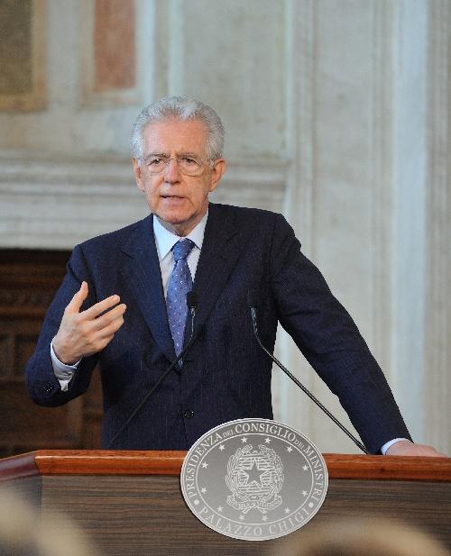 意大利总理蒙蒂,德国总理默克尔,法国总统奥朗德和西班牙首相拉霍伊