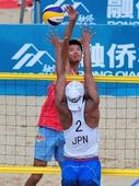 图文:中国男子沙排无缘伦敦 陈诚在扣球瞬间
