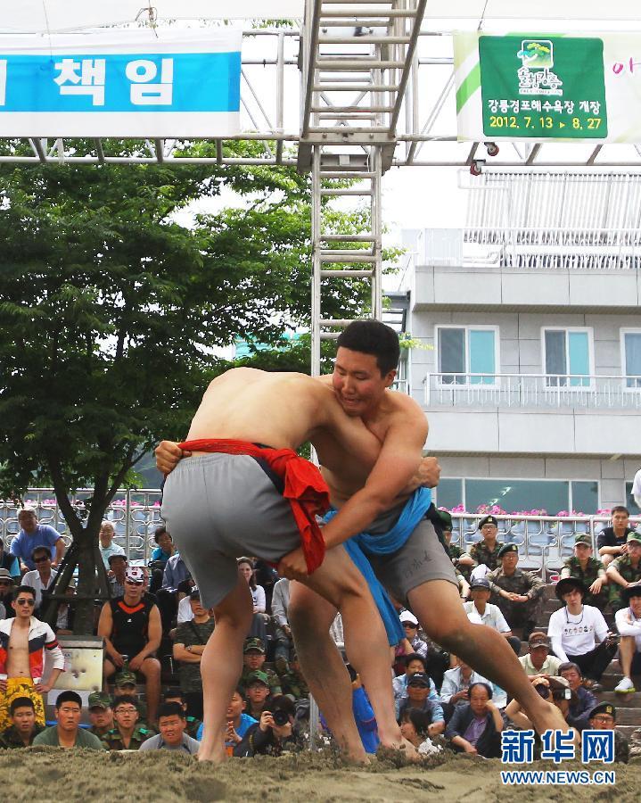 韩国江陵端午祭吸引几十万游人参观