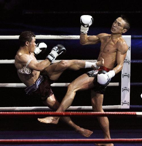 世界拳王争霸赛2012_图文:2012武林风环球拳王争霸赛向柏荣秀摔法-搜狐体育