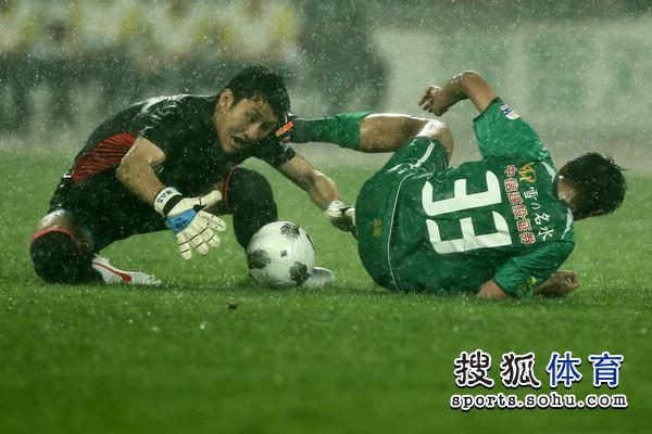 01邓小飞(左)