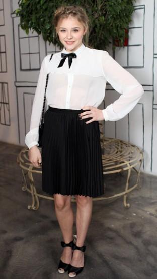 黑领结总是容易穿出服务生的风格,除非你也像 Chloe Grace Moretz有张绝对不是服务生的脸!