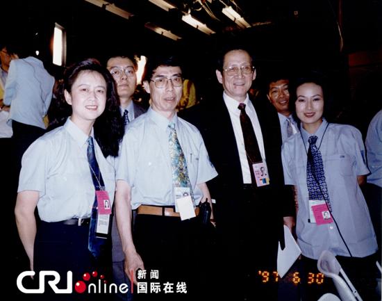 刘习良 于珊/1997年6月30日香港回归前夜,国际台华语直播人员与原广电部副...