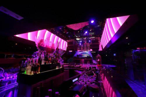 三个大型酒吧,两个特色露台,可配合不同派对主题。