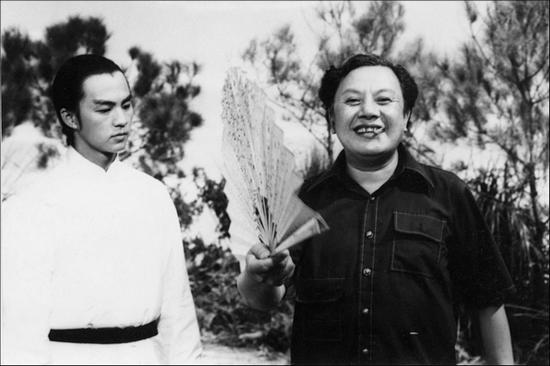 狄龙和张彻(右)在《刺马》(1973)拍摄现场.