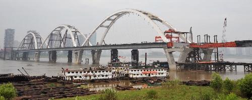 江大桥钢结构施工收尾