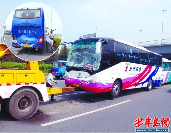 一个急刹车导致三辆大巴相撞,十几名乘客受伤.