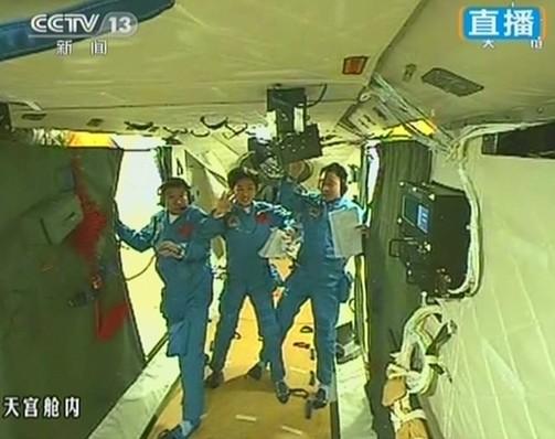 神九载人飞船发射成功。