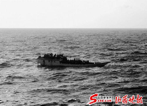 印度洋 澳大利亚/这是澳大利亚海事安全局提供的摄于6月27日船沉没之前的照片。...