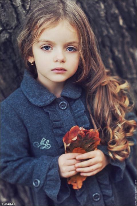 俄罗斯4岁超模米兰·库尔尼科娃私房萌照(组图)
