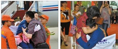 昨日,结束13天太空飞行的航天员刘洋与丈夫团聚拥抱(左图),刘旺和母亲拥抱在一起(右图)。朱九通 摄