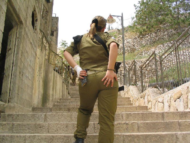 以色列女兵逛传奇枪不离身(海滩)国美女酒组图四大图片