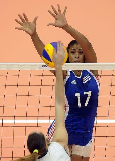 图文:[大奖赛]巴西女排3-0古巴 席尔瓦拦网