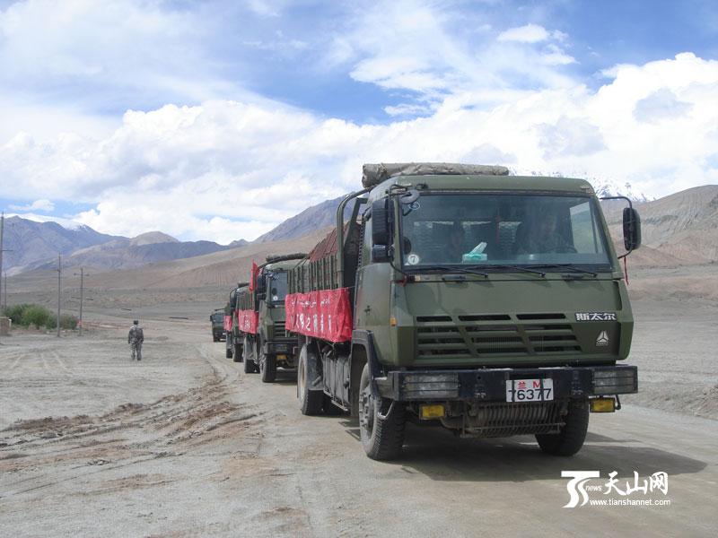 建材/拉运建材的车队缓缓开进卸货点