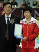 图文:2012世界女排大奖赛颁奖 最佳自由人张娴