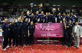 图文:2012世界女排大奖赛颁奖 美国队庆祝冠军