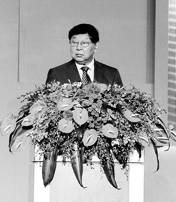 全国政协副主席郑万通主持开幕式