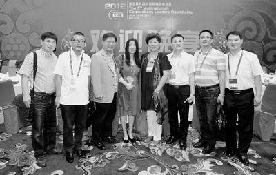 龙泉市副市长王正飞(左二)率代表团参加本次会议