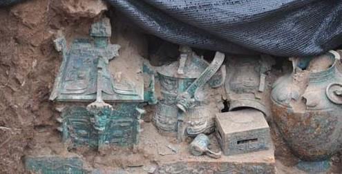 陕西宝鸡发现西周贵族墓葬群(组图)