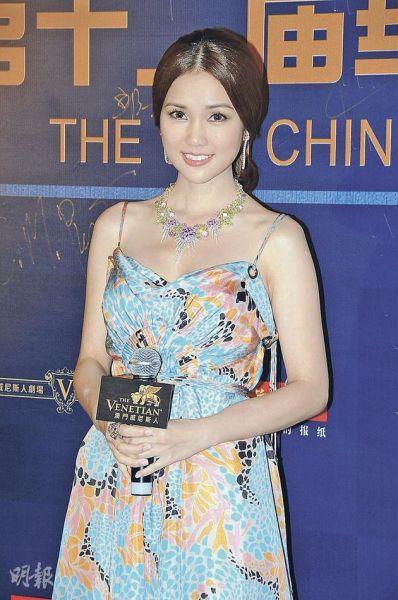 谢安琪性感出席领取《最佳粤语女歌手》奖项。