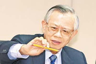 """台湾""""中央银行总裁""""彭淮南发表文章,剖析欧债危机。 台湾《中国时报》"""