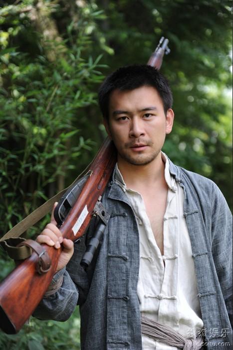 曾经在电视剧《毒刺》,《狼烟北平》等作品中有过出色表现的徐僧