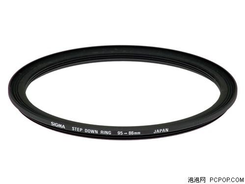 适马APO 50-500/4.5-6.3 DG OS HSM镜头远摄镜为方便配用APS-C数码相机,随镜附保护镜转接环95mm86mm,随镜附专用花瓣型遮光罩。