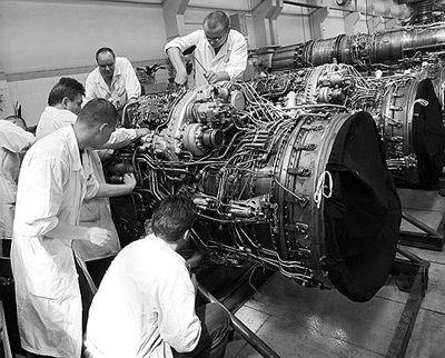 中国 武器/资料图:俄罗斯航空发动机生产线