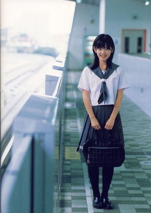 日本高中为何独爱制服女高中生?(政治)男性组图听力图片