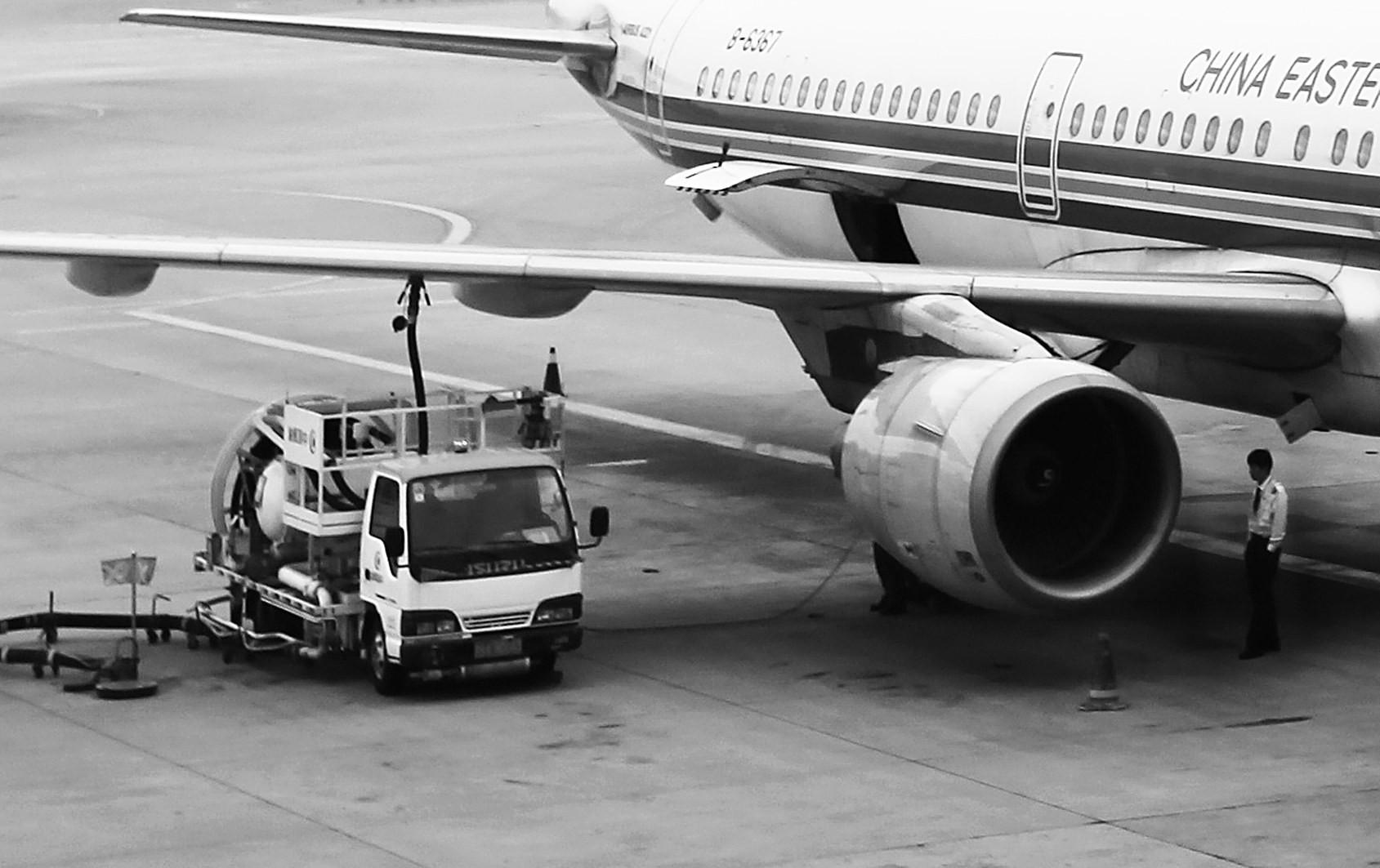 飞机燃油费怎么算_国内航线下调燃油附加费(图)-搜狐财经