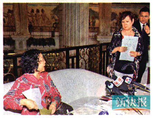 陈美欢姐姐(左)与李瑞萍(右)对质。