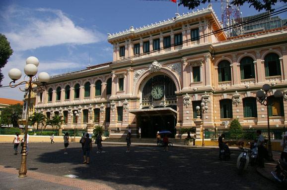 即便改名为了胡志明市,这个城市的街头仍处处是旧时西贡的影子。人们也更习惯称之为西贡。而歌剧《西贡小姐》和电影《情人》更是让人对西贡的活色生香憧憬不已。