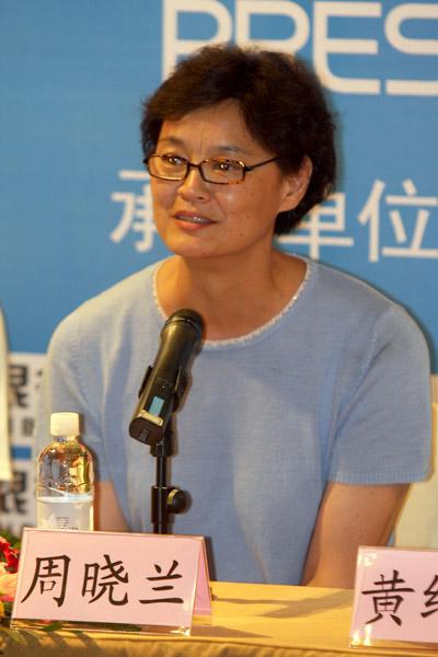 图文:中美女排对抗赛新闻会 女排名宿周晓兰
