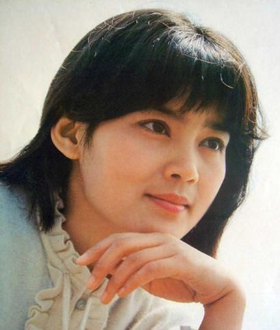 潘虹罕见青涩照 潘虹是80年代内地最红的女星